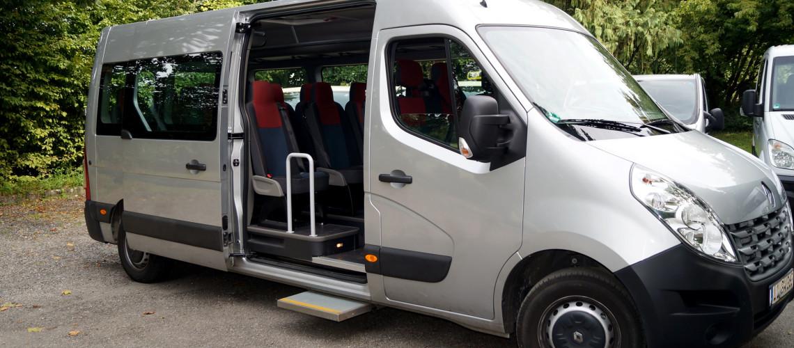 Kleinbus mit 16 Sitzplätzen